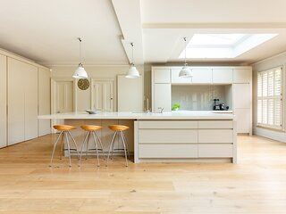 Frewin Road by onefinestay