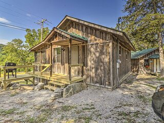 NEW! Rustic Mtn View Cabin - Walk to White River!