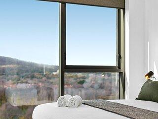 Modern CBD Unit with Stunning Balcony Views and Gym