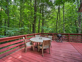 NEW! Vilas Creekside Treetop Cabin with Views!