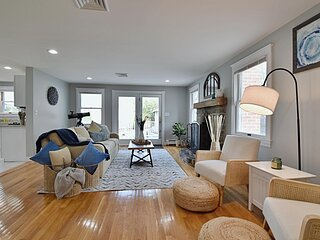 Spacious, Comfy Colonial, minutes to Boston and highways