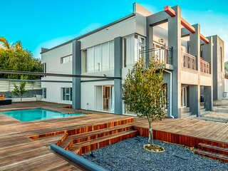 A Rare Minimalist Concept in a Quiet location with Heavenly's view