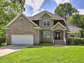NEW! Stone Mountain Creekside Home: 11 Mi to Dtwn!