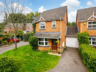 Superb Family Home Overlooking The River Near Maidstone Town Centre