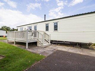 Spacious 8 berth caravan for hire Southview Holiday park Skegness ref 33086S