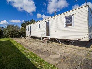 8 berth caravan for hire at Southview Holiday Park in Skegness ref 33024V