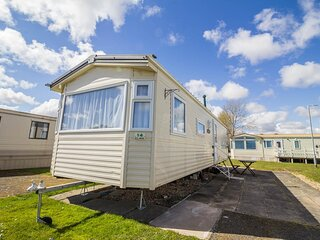 Great 8 berth caravan for hire at Southview Holiday Park in Skegness ref 33014E