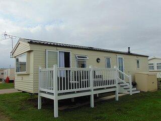 Great 8 berth caravan for hire at Heacham Holiday Park in Norfolk ref 21032H