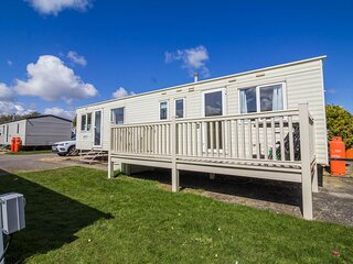 Great 8 berth caravan for hire at Southview Holiday Park in Skegness ref 33015B