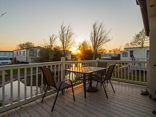 Stunning caravan with decking at Southview Holiday Park, Skegness ref 33070S