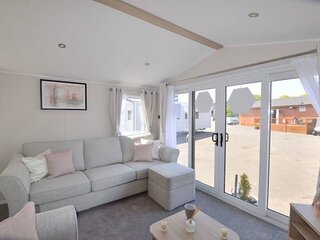 Delightful 3 Bed Holiday Park Home