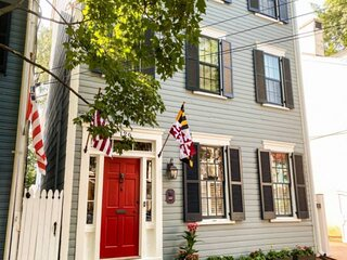 New Lux Downtown Annapolis Home with 3 parking spots!