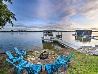 NEW! Lakefront Home: < 3 Mi to Historic Granbury!