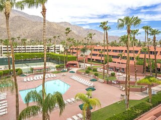 Heart of Palm Springs! Spacious 1 BR Unit, Pool, Walk to Attractions