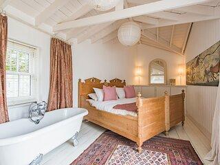 Kingsdown holiday home on the beach, sleeps 6 with 3 bathrooms and lovely garden