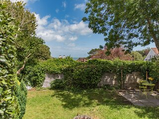 Newly renovated bungalow in Kingsdown, sleeping 5 guests, sea views and garden