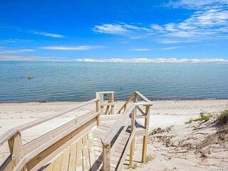 Affordable Cozy cottage on the North Fork walk to beach