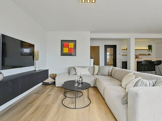 Stunning new and modern apartment with large terrace and free parking