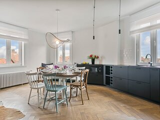 Spacious renovated apartment in Duinbergen