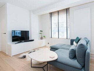 Unique apt in centrum Knokke at 50m from beach, high end and full service