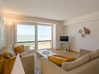 Stunning seaview apartment on 7th floor at the beachfront