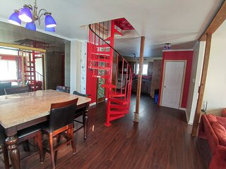 3 Bds9 Beds Large Pkng 2 Levels Near Stores
