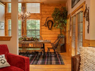 Inviting, Equestrian-Themed Cabin in the Very Heart of Branson!