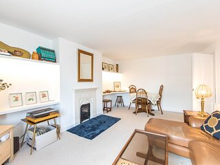Comfortable Self Contained Apartment in Hampton Court Village