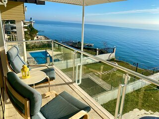 Seafront Villa with private swimming pool in Istanbul