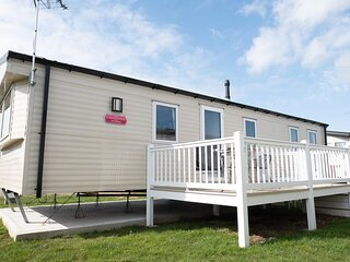 Brilliant 8 berth caravan for hire at St Osyths Holiday Park ref 28076GC