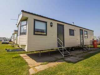 Great 8 berth caravan for hire at Skipsea Sands Holiday Park ref 41214NF