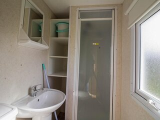 Great 4 berth caravan for hire at Southview Holiday Park ref 33022S