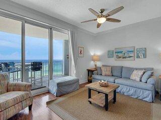 NEW LISTING: One Bedroom Quiet East End Sleeps 6 Indoor & Outdoor Pool FREE WiFi