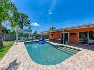 NEW TO MARKET- Private Pool, SPA, WIFI, Grill and Centrally Located to Sarasota