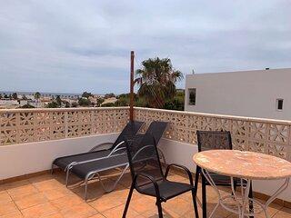 Apartamento con vistas al mar y terraza