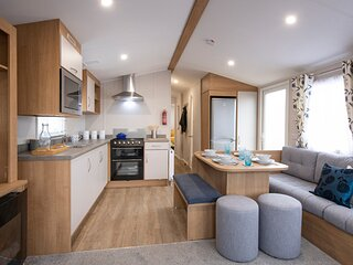Elm 78 Stunning 3 bed (8 berth) within walking distance to the beach