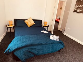 Spacious City Centre Apartment with private parking