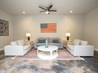 The Americana - Minutes from Zion NP - Sleeps 24