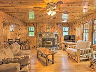 NEW! Tafton Cottage with Fire Pit: Steps to Lake!