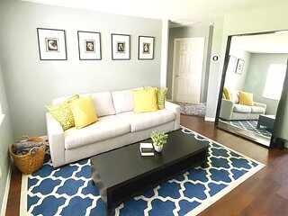 Charming 2BD/1BA House Hyde Park 5min to Downtown | 20min to Beaches