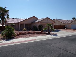 Deluxe Home in Quiet Community Near Golf Courses