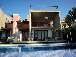 Luxuous House With Incredible Views - RGN008
