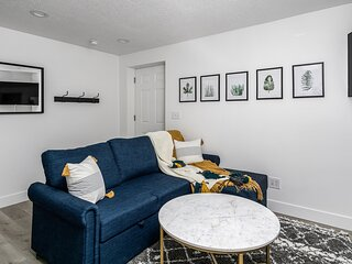 Stunning Private 2 Bedroom Basement Apartment with Private Entry