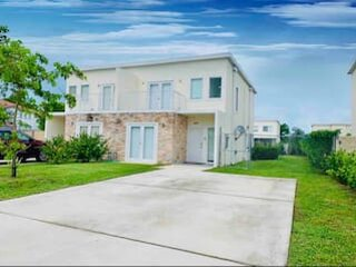 NEW! EUROPEAN Unique Style Hurricane Proof by MIA!, holiday rental in Palmetto Bay