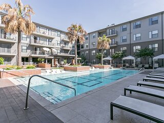 Stylish Dallas Retreat near Restaurants Parks