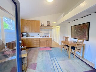 Cozy Cottage near UCSC ideal for work and fun!