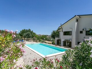 Amazing home in Aragona with Outdoor swimming pool, WiFi and 5 Bedrooms (ISR405)