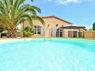 Stunning home in Pierrelatte with Outdoor swimming pool and 4 Bedrooms (FPD347)