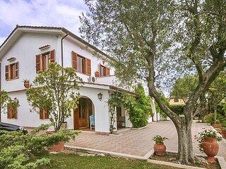 Nice home in Ardea with 4 Bedrooms (IRK204)