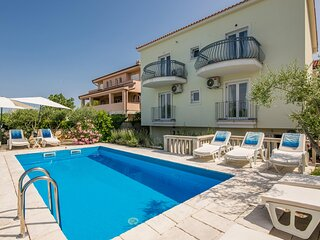 Amazing home in Linardici with WiFi and 6 Bedrooms (CKK973)